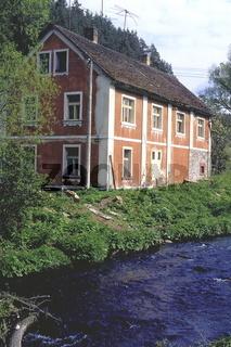 altes Haus an der Moldau im Böhmerwald