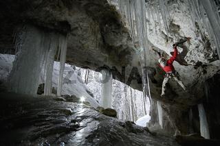 MarkusBendler in der Diebshöhle.jpg