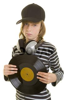 Junge mit Basecap und Schallplatte
