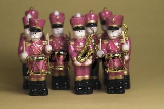 Musikkapelle aus hölzernen Figuren