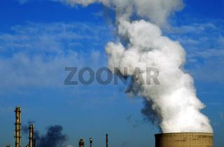 Industrie Kühlturm mit Rauch