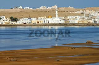 Blick über die Lagune auf Sur, Oman