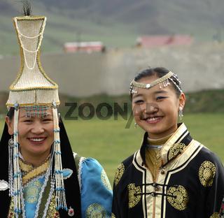 Mongolische Frauen in traditioneller Kleidung