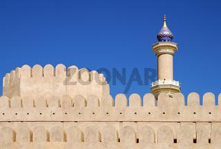 Festung Nizwa und Minarett der Grossen Moschee