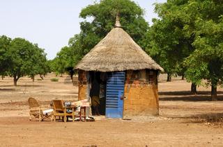 Afrikanische Rundhütte mit Strohdach