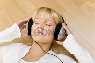Musik hören auf dem Boden