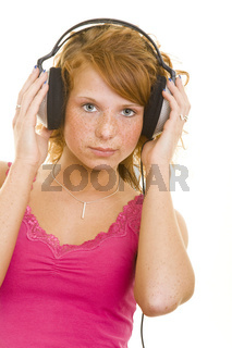 Frau mit Kopfhörern