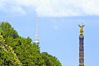 Straße des 17. Juni mit Siegessäule und Fernsehturm