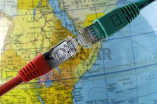 Cable in front of map | Kabel vor Landkarte