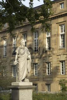 Schiller-Denkmal vor dem Staatstheater