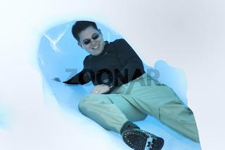 Tourist in einer Eishoehle