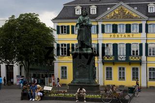Bonn - Beethovendenkmal und hostorisches Postamt