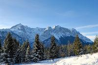 Alpspitze bis Zugspitze vom Kramerplateauweg