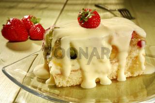 Obstkuchen mit Vanillesosse