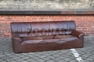Dumped sofa | Entsorgtes Sofa