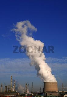 Industrie und Kühlturm
