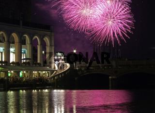 Alsterarkaden mit Feuerwerk