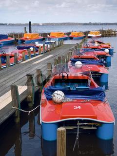 Kleine Boote am einem See (Zwischenahner Meer) Small boats at a jetty