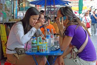 junge Geschäftsfrauen, Bangkok, Thailand, Asien / young business-women, Bangkok, Thailand, Asia