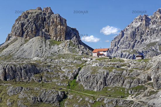 Dreizinnenhütte, in back Sextnerstein, Sexten Dolomites, South Tyrol, Trentino-Alto Adige, Italy, Eu