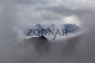 Berggruppe in den Wolken, Hohe Tauern, Österreich, Europa