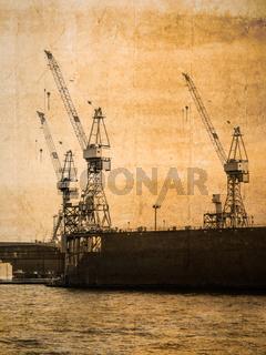 Drei Kräne im Hamburger Hafen im vintage look