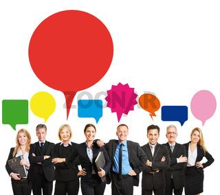Viele Berater als Team mit Sprechblase