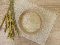 Spelt semolina in wooden bowl