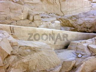 Unvollendeter Obelisk im Steinbruch in Assuan