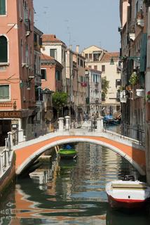 Brücke und Kanal