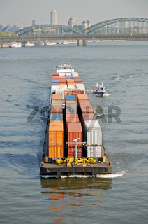Containerschiff, Rhein, Nordrhein-Westfalen, Deutschland / Container-ship, Rhine, North Rhine-Westphalia, Germany