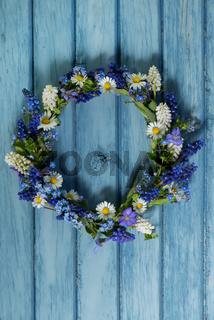 Blau weißer Blütenkranz