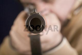 Mann mit Waffe - man with gun