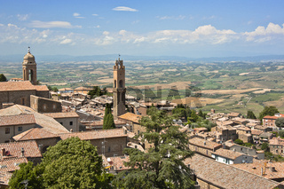 Panoramablick von Montalcino und die umliegende Landschaft, Toskana, Italien