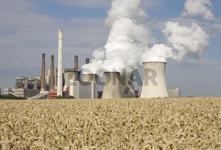 Kraftwerk mit Kornfeld, Deutschland