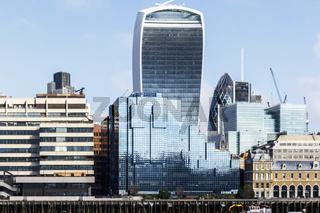 Sehenswürdigkeiten in London - die Skyline an der der Themse