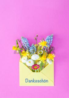 Kleiner Blumenstrauss aus Fruehlingsblumen
