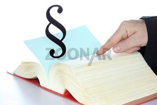 Paragraphen im Gesetzbuch