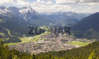 Blick über das Olympiadorf Garmisch-Partenkirchen
