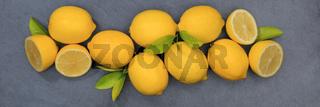 Zitrone Zitronen Früchte Banner Schiefertafel von oben