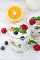 Beeren Joghurt Beere Glas Früchte Müsli Hochformat Frühstück
