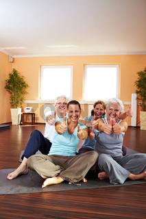 Fitness-Gruppe hält Daumen hoch