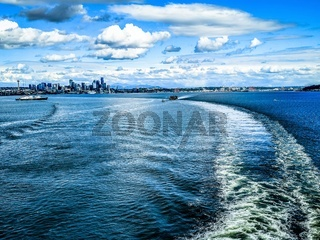 SEATTLE WASHINGTON CITYSCAPE SKYLINE ON PARTLY CLOUDY DAY