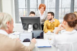 EDV Schulung am Computer im Büro