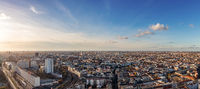 Berlin City Skyline Panorama mit blauen Himmel