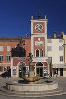 Roter Uhrturm in Rovinj |Red clock tower in Rovinj