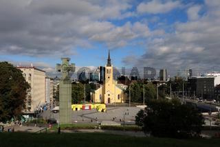 Estland, Tallinn, Denkmal für den Unabhängigkeitskrieg am Freiheitsplatz vor Johanniskirche