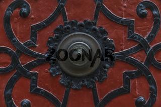 Türen und Beschläge, Eine antike Türklingel – ein echter Türöffner