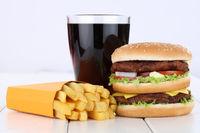 Doubleburger Double Burger Hamburger Menu Menü Menue Pommes Frites Cola Getränk ungesunde Ernährung