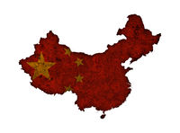 Karte und Fahne von China auf rostigem Metall - Map and flag of China on rusty metal